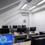 Počítačová učebňa, kde sa robia IT kurzy a školenia