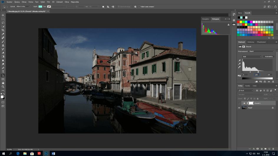 Fotka rieky a budov bez uprav vo Photoshope