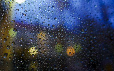 obrázok na pracovnej ploche - svetlá v daždi