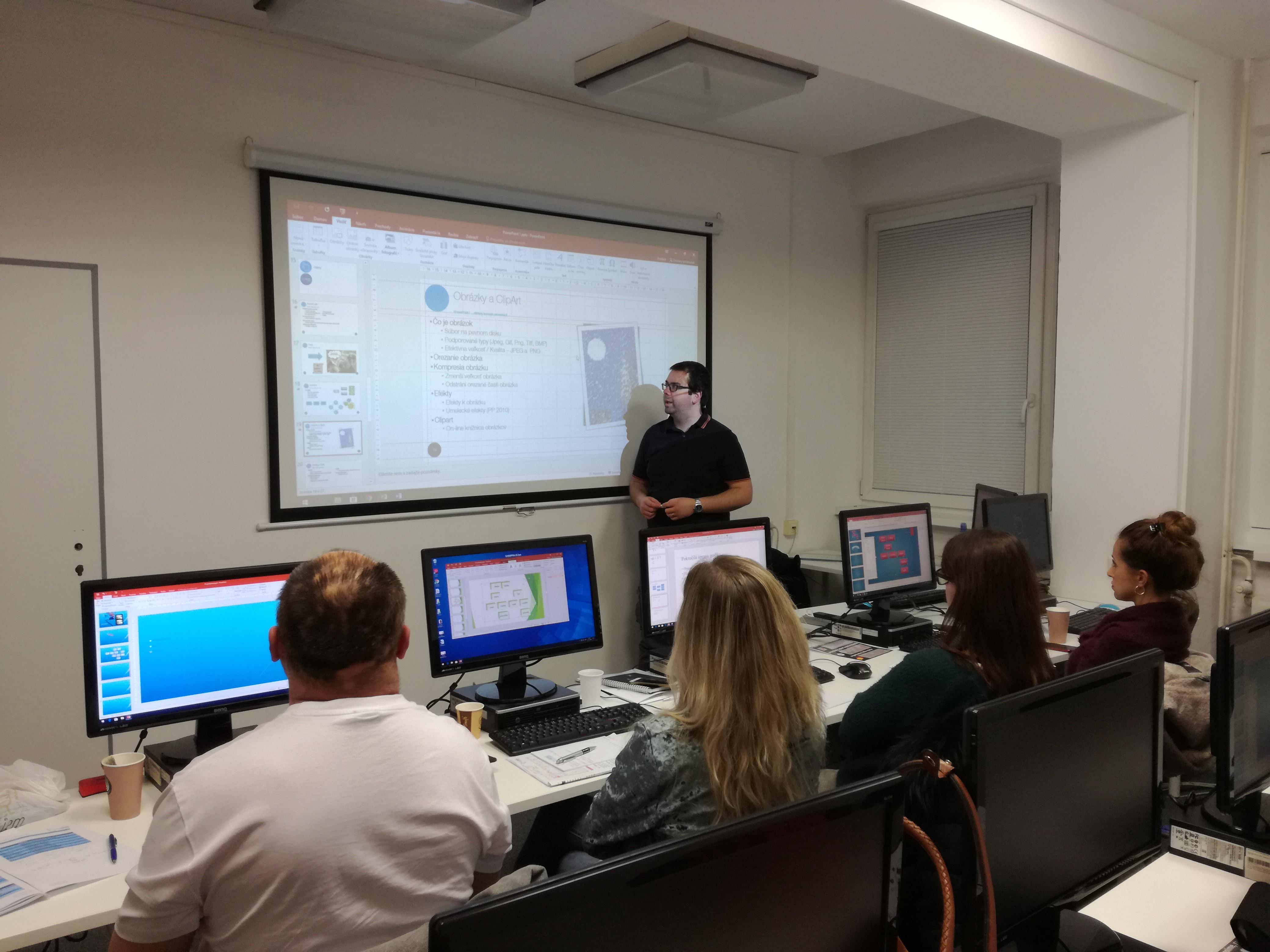 Kurz PowerPoint I. - lektor v miestnosti 2