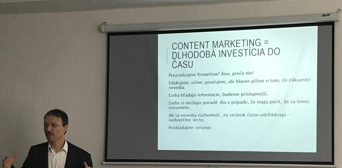 content marketing kurz IT Learning Slovakia - lektor vysvetľuje know-how