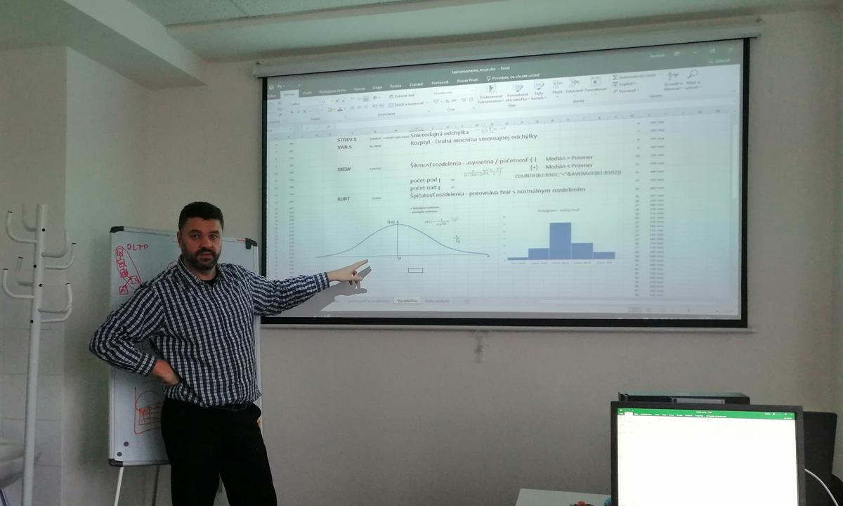 štatistika v Exceli - kurz - analýza a rozptyly, súvislosť s histogramom