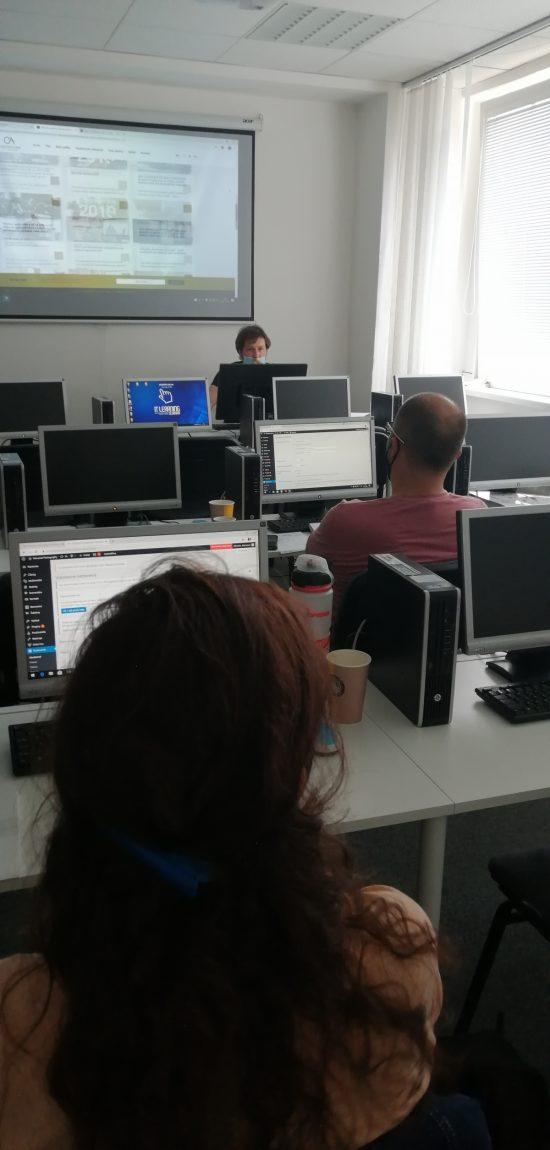 marketing a wordpress - opatrenia proti koronavírusu spôsobili rozostupy medzi poslucháčmi i vzdialenosť od lektora