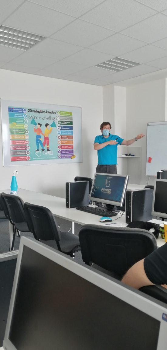 biznis a wordpress - lektor pri prehľade komunikačných kanálov vhodných pre biznis