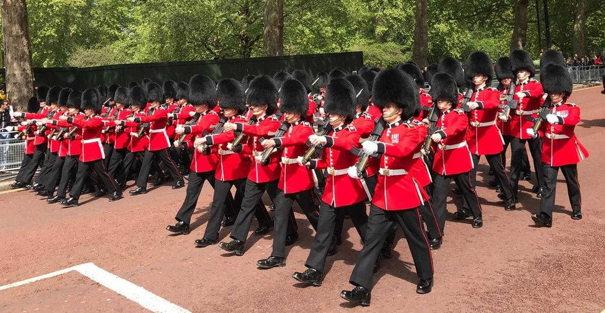 Pochodujúca kráľovská stráž v Londýne