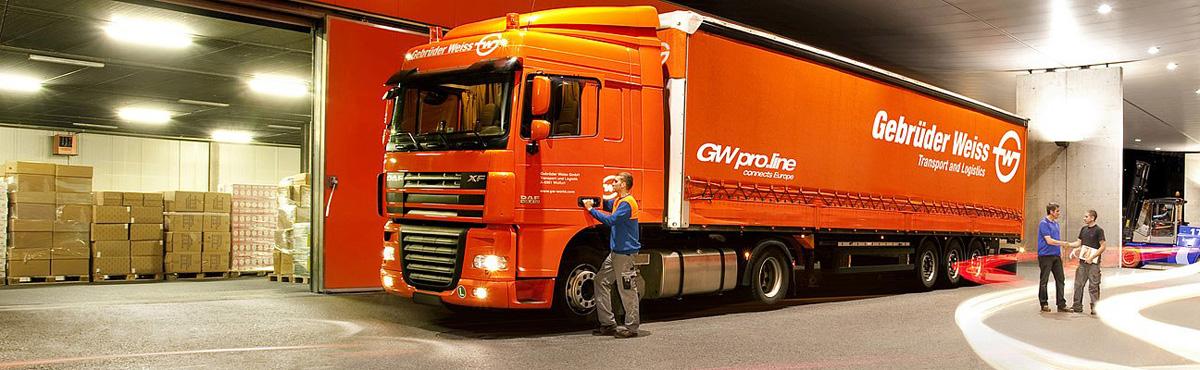 Doprava pre e-shopy - kamión spoločnosti Gebrüder Weiss v sklade