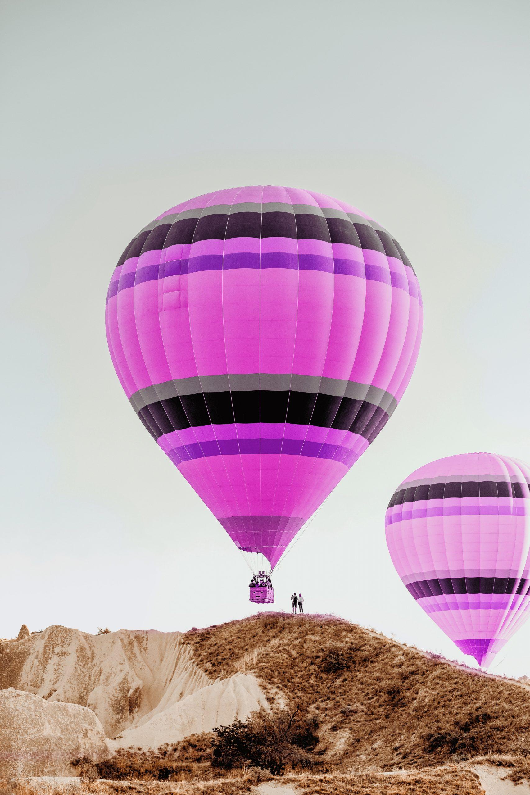 Vlastnú dopravu môže e-shop zabezpečiť hocijako - aj balónom na obrázku