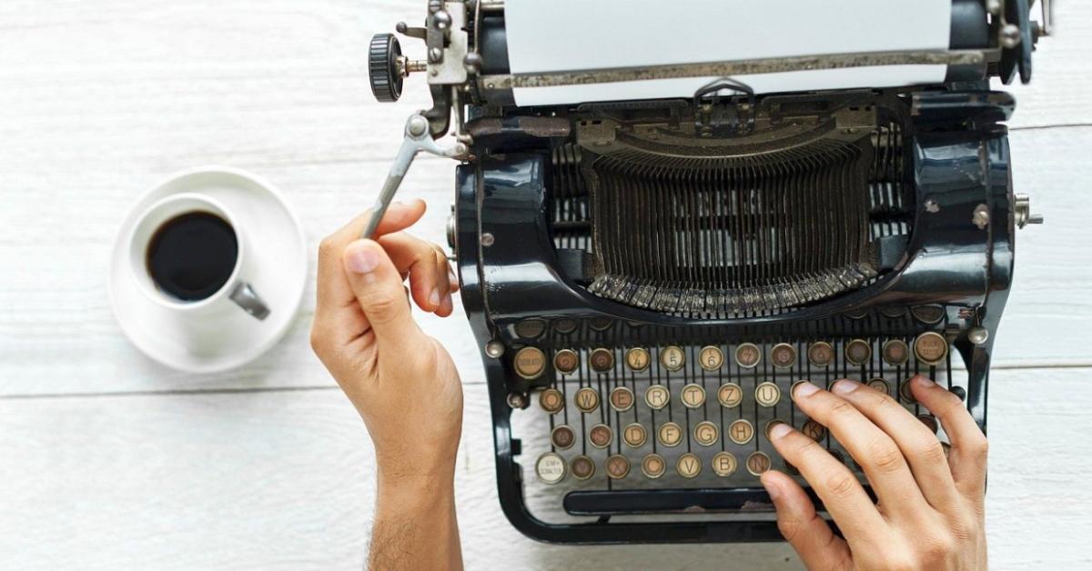 prelomová reklama - titulný obrázok so starým písacím strojom